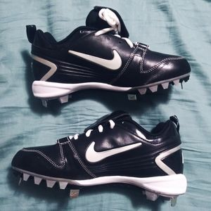 Womans nike softball cleats size 7 new never worn